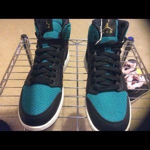 Air Jordan 1 Retro High Top Metallic Youth